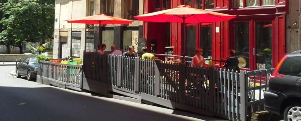 Installer Une Terrasse Sur Une Zone De Stationnement à Lyon