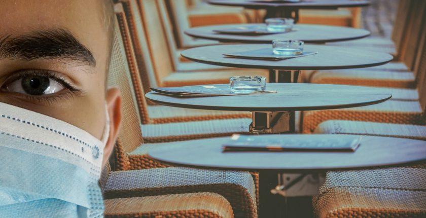 Gestes barrières avec clients au restaurant