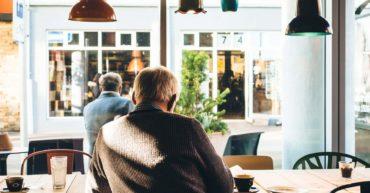 Comment faire partir les clients qui traînent trop dans votre restaurant